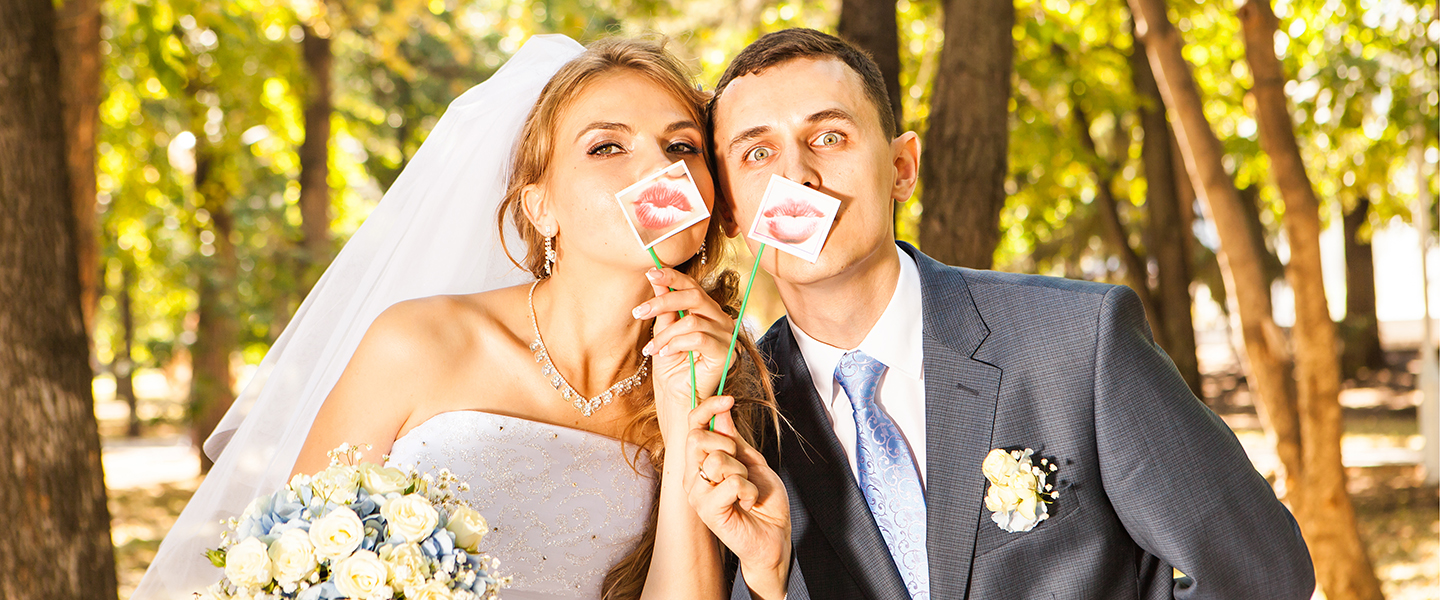 wedding-couple-kissy-lips